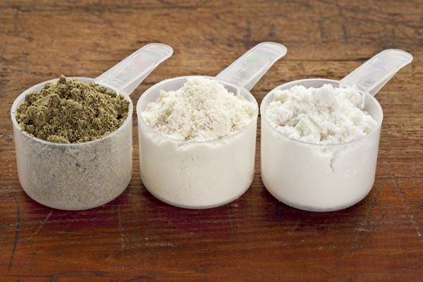 plastic-measuring-scoops-of-protein-powder
